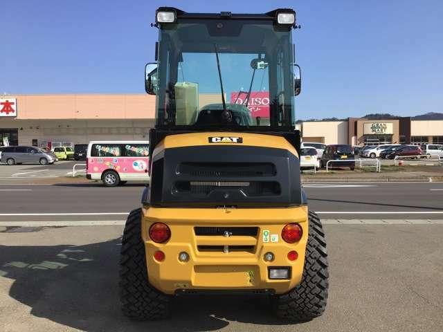 在庫は常時100台!新車・中古車はもちろん、トラック、ダンプ、バス、ホイルローダー、除雪機まで種類豊富!あなたの欲しい一台がきっと見つかるはず!
