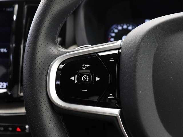 時速140km未満で走行中にパイロット・アシストを作動させると、車線維持の為にステアリングを穏やかに自動修正するステアリングアシストが働き、わずかなステアリング操作で車線中央を保持できるよう支援します。