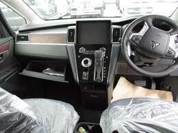 広々した運転席のスペースが有ります。圧迫感も無く開放的です。