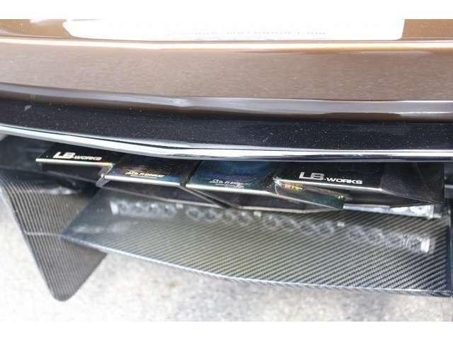 LBリミテッドエディション(カーボンVer)エアロ装着済み!!又リミテッドエディション専用FIエキゾースト可変マフラーを装備!!マフラー下にはストロボも装着されております!
