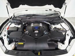 マセラティの100年の歴史が詰まった、3リッターV6ツインターボエンジン 430馬力(カタログ値)。是非店頭でその走りやエギゾーストを、肌で、耳でご体感ください。