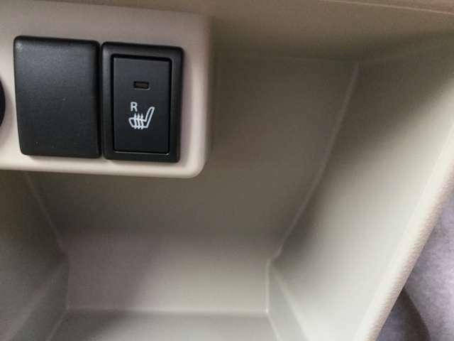 運転席側には、座面が温かくなるシートヒーターを装備!寒い時期に心地よい運転を支援します♪