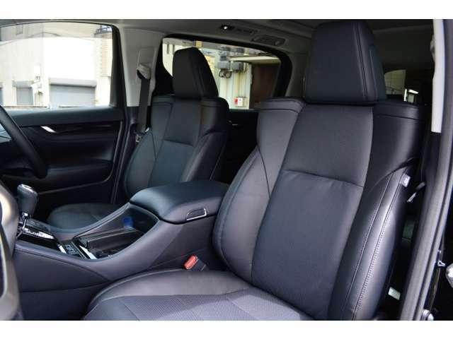 運転席・助手席にはシートヒーター付き