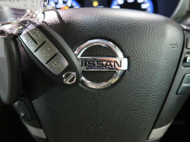 ●インテリジェントキー&プッシュスタート『鍵を挿さずにポケットに入れたまま鍵の開閉、エンジンの始動まで行えます。』
