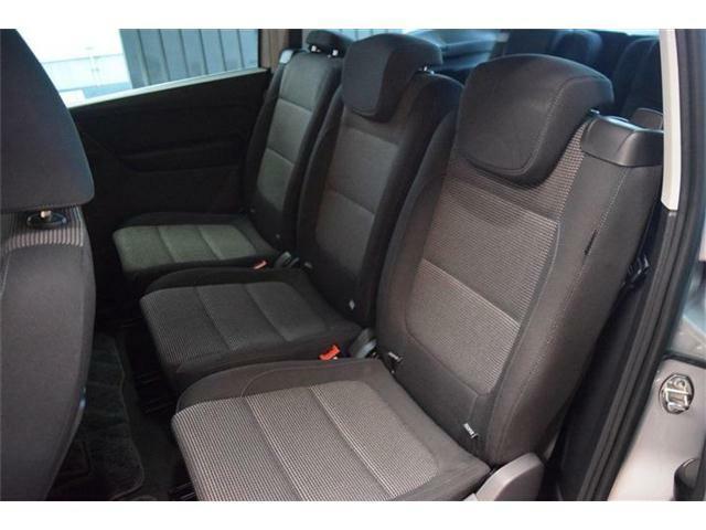 リア席に使用感はなくとても綺麗な状態です