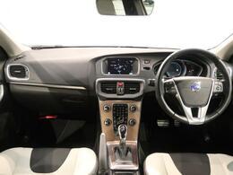 V40 クロスカントリー T5 AWD SEが入庫いたしました!コンパクトながら車高も高く、雪道やオフロードにも強い一台です!もちろんボルボが誇る運転支援機能も標準装備!是非ご検討下さい!!