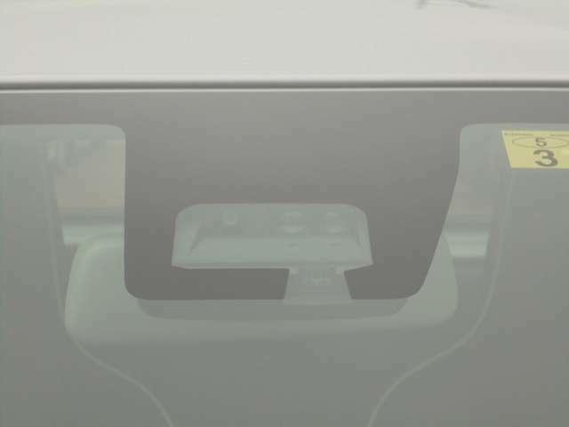 【デュアルセンサーブレーキサポート】単眼カメラとレーダーの両方で人や物を検知し、警報や衝突軽減ブレーキ機能で衝突回避、被害を軽減する安全装置がついてます!