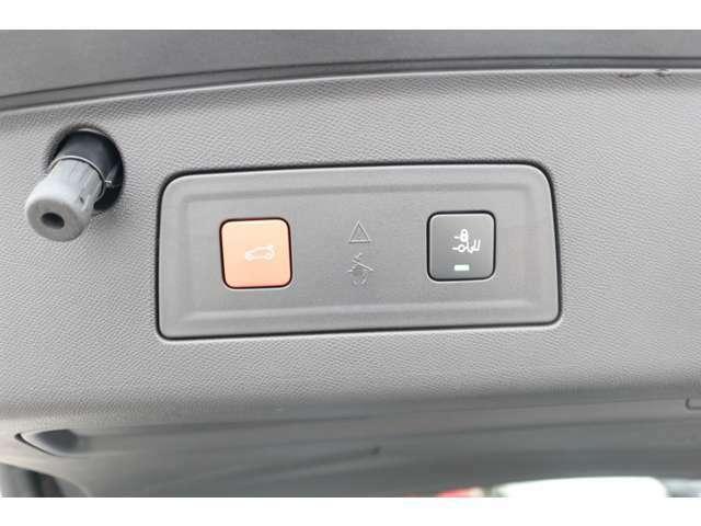バンパーの下で少し足を動かせば自動で開く、ユニークなハンズフリー電動テールゲートを装備。【PEUGEOT一宮:0586-26-1611】