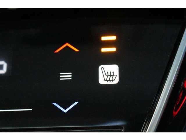 運転席と助手席にはシートヒーター装備付き!!座席に埋め込まれた電熱線によりシートを暖めることが出来る装備で、温めたられたシートは、寒い冬には最適です!!