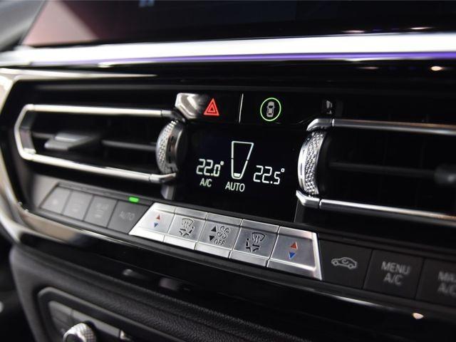 ダブルエアコン 運転席と助手席で別々の温度設定が可能です。