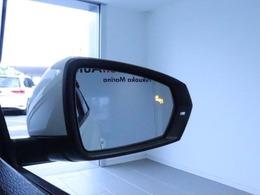 ブラインドスポットディテクション【後方検知機能】は15km/h以上で作動し、ドライバーの死角となる後方側面に車両を検知した時、内蔵された警告灯が点灯・点滅し注意を促してくれます。