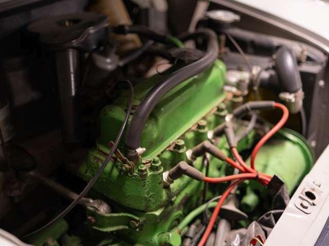 エンジンは850ccです4速ミッション