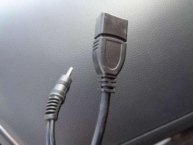 USBポートを用意しており、長時間ドライブでも快適に過ごせるようになっています。