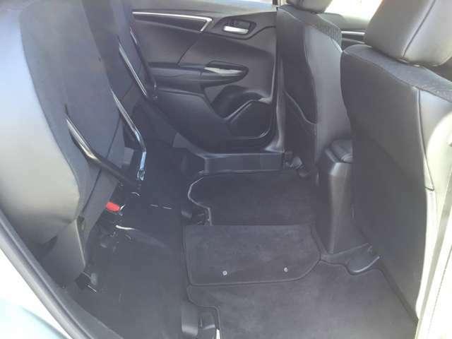 ホンダならではの装備で、リアシートの座面が上がることで高さのあるお荷物も楽々載せられます。