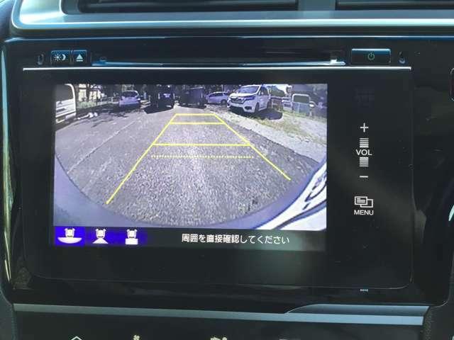 リアカメラが付いていますのでバックが苦手な方も安心です。狭いところの駐車も安心してバックできますね。