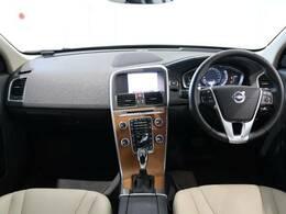 装備充実!XC60ディーゼル仕様の最終モデルが入庫致しました!サンルーフに電動テールゲートを装備しております。もちろんシートヒーターや安全装備も充実の弊社オススメ車両です♪