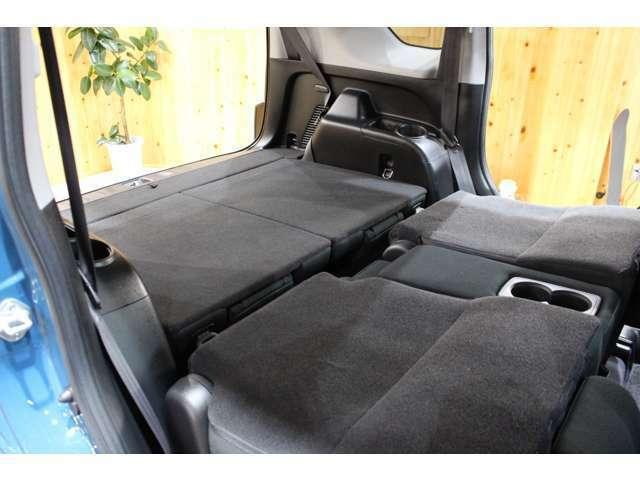 荷室スペースもしっかり確保されております。リアシートを倒せば大きな荷物もたくさん載せられます!