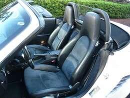 シートはハーフレザーになっており、オプションのシートヒーターも装備されているので、とても快適です!
