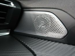 ●FOCAL? Hi-Fi『フランスを代表するハイエンドオーディオブランドサウンドシステムを搭載。車内10箇所に配置されたスピーカーから、臨場感あふれる、クリアで高精度なリスニング体験をお届けします』