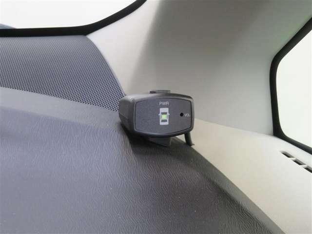 クリアランスソナーは、超音波センサーを利用して、車両前方の障害物を検知し注意を促してくれる機能です。