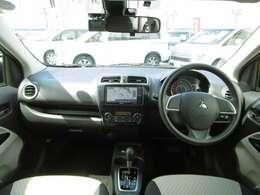シンプルなデザインのインパネ周り!アイボリーカラーが明るい車内を演出しています!