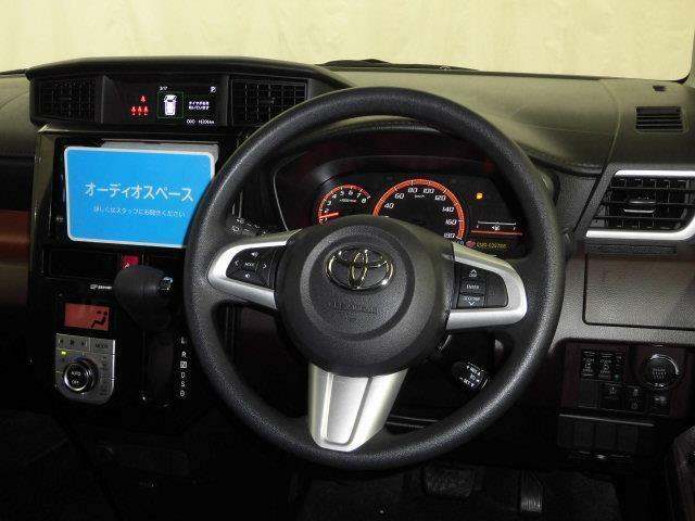 「運転席画像」です。「シンプルな運転席」で、視認性が良いので、運転がしやすいですよ。スイッチ類も使い易く、且つ見やすい位置に配置されているのが嬉しいですよね。是非ご来店いただき、座ってみてください。