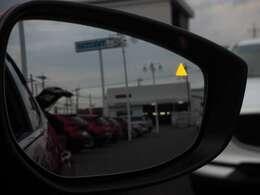 ドアミラー内蔵のオレンジ色のLEDが点灯することで、走行中の斜め後方からの接近車両をお知らせします☆