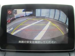 オプションのバックカメラを装備。センターディスプレイに映像を映し出し、バックでの駐車をサポートします