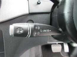 ◆ディストロニックプラス◆高速走行時などの運転負荷を軽減する、インテリジェントな機能◆任意に設定された速度で先行車との車間距離を維持して、加減速や停止、再加速までを自動的に行います◆