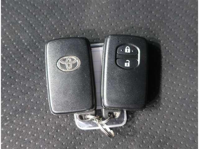 カギをバックやポケットから取り出さなくても持っているだけで、鍵の開閉やエンジンスタートが出来ます♪