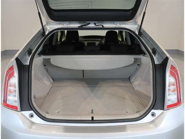 純正トノカバー付き。車内にある荷物を隠すことで、防犯に役立ちます♪