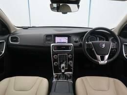 V60 クロスカントリー T5 AWD クラシックが入庫いたしました!ルミナスサンドメタリックのボディカラーがおしゃれで内装ブロンドレザーとの相性もいい感じです!サンルーフも搭載で装備も申し分なし!