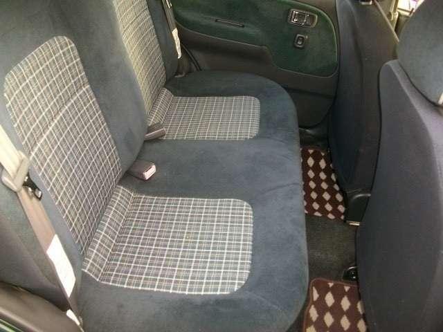 シートはチェック柄になっております。車のクラシカルな雰囲気とよくマッチしています!