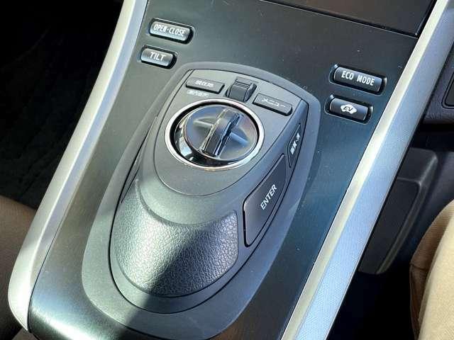 オーディオやエアコンは統一感のあるデザインで一箇所に集約されています!