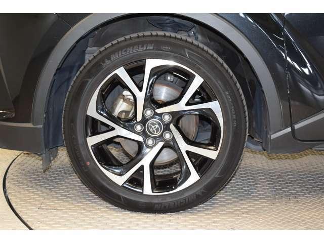 次回車検までのオイル交換や、整備・12ヶ月点検等がセットでお得な価格のメンテナンスパック。安心のロードサービスJAFの2年間ご加入。雨の日も安全ドライブ、フロントガラスコーティング「スカット360」