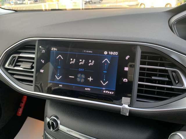 ブラインドスポットモニター付きです。ドアミラーでは確認しにくい後側方エリアの車両を検知してドアミラー内のインジケーターが点灯し、ドライバーに警告する機能です。