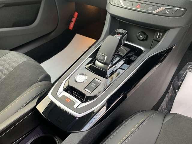 ACC(アダプティブクルーズコントロール)付きです。 前走車との適切な車間距離を維持しながら追従走行し、ドライバーの負担を軽減します。 渋滞や高速での走行がラクラクになります。