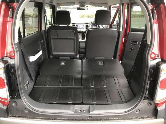 セカンドシートの可倒機能を使用して、大きな荷物もしっかり積めるスペースを作れます。