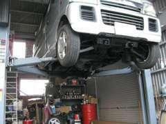 しっかりじっくりをモットーに自社認証工場にてプロの国家資格整備士が対応させて頂きます。車検依頼も随時受け付けております!