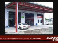 認証工場完備!当店ではグローバルジグ、塗装ブース、四輪アライメントテスターなどを使用した高度な作業が行えます!