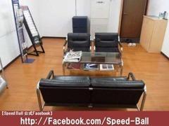 【商談スペース】2階が事務所になります。作業中もこちらでお待ちいただけます。