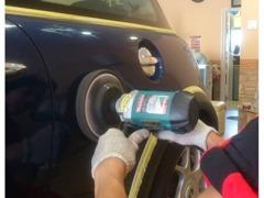 おすすめコーティングでは塗装面を磨きその上からガラス被膜をラッピング!最長5年膜で洗車楽々です。ご成約車に限り半額