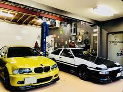 ★雨の日もガレージ内でゆっくりとお車をご覧下さいませ!★