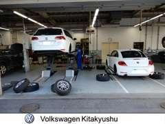 ご購入後の点検整備や車検もフォルクスワーゲン北九州の工場にてサポート致します。