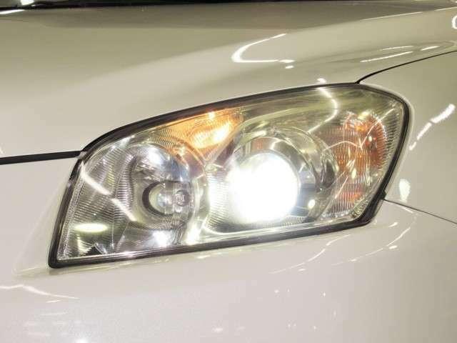 夜のドライブにはとても便利なHID。通常のハロゲンよりも約3倍くらい明るいとされています。オートライトになっています。トンネルや夕方など便利ですね