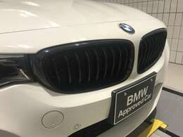 ドイツ本社と同様の教育、訓練を受けたBMW専門のメカニックが100項目にも上がるポイントを徹底的にチェック。交換基準に達した部品があればBMW純正部品を使用し整備した後にお客様に引渡しとなります。