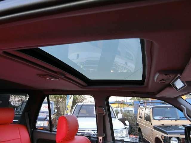 サンルーフあるとドライブ楽しいですよね◆お客様のご来店をスタッフ一同お待ちしております。★RED HOT★