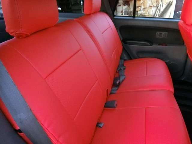 シートカバー赤派手すぎて黒などがいい場合は相談してください。◆4WD好きの気さくな社長がお客様を接客いたします♪一緒にクルマの話しをしてみませんか?きっと素敵な1台と出会えるはずです!