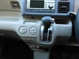 バックミニター付きラジオ(CD不良)、オートエアコン装備です。