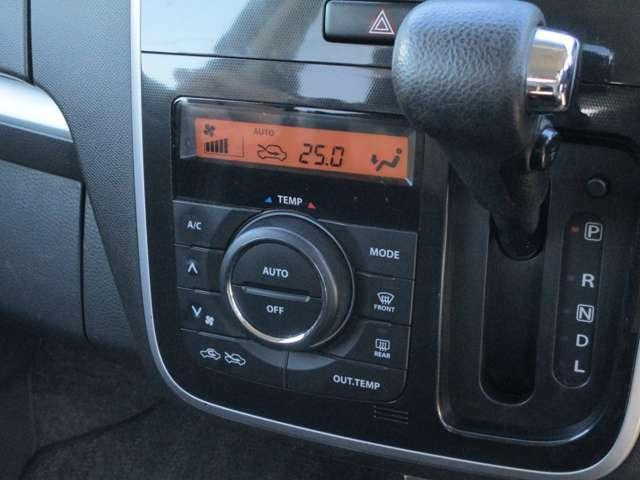 エアコンはオートエアコンです。外気温の表示も出ます。